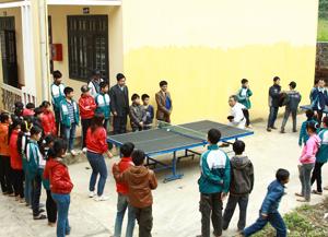 Trường THCS Mông Hóa (Kỳ Sơn) luôn duy trì tốt phong trào thể thao trong trường học và đã đạt giải ba toàn đoàn tại HKPĐ huyện lần thứ III - 2011.