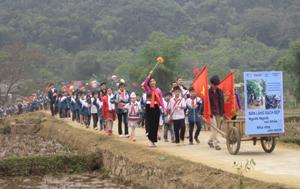 Các lực lượng diễu hành hưởng ứng tháng hành động Vì môi trường xanh – sạch – đẹp.