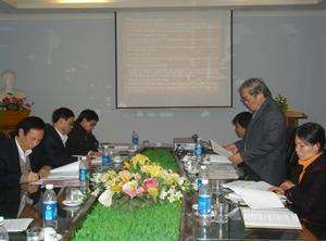 Tiến sĩ Lê Văn Tri  trình bày kết quả triển khai đề tài.