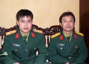 Thượng úy Nguyễn Tiến Biên và thiếu úy Bùi Đức Chiến đã trả lại hơn 13 triệu đồng cho người bị mất.