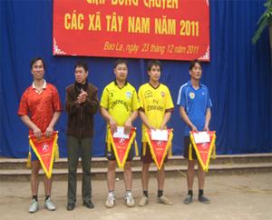BTC trao giải cho các đội tại giải đấu