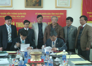 Đại diện hai đơn vị ký kết bản thoả thuận hợp tác.