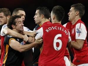 Arsenal (áo đỏ) hòa thất vọng trước Wolves. (Nguồn: Reuters)