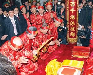 Lễ khai ấn đền Trần - Nam Định.