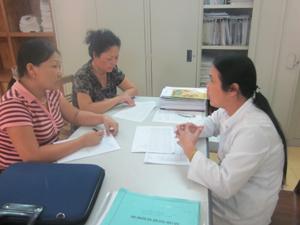 Trung tâm YTDP tỉnh điều tra, khảo sát tại môi trường làm việc của Bệnh viện đa khoa huyện Mai Châu.
