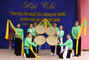 Đội văn nghệ xã Tú Sơn (Kim Bôi) biểu diễn trong  hội thi văn hóa ẩm thực LLVT huyện lần thứ nhất năm 2011.