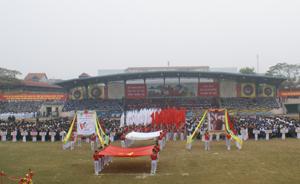 Quang cảnh Lễ khai mạc Hội khỏe Phù Đổng tỉnh lần thứ VI năm 2011. ảnh Cẩm Lệ