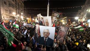 Người Palestine ăn mừng ở Ramallah, sau khi Đại hội đồng LHQ thông qua quy chế nhà nước quan sát viên cho Palestine Ảnh: AFP