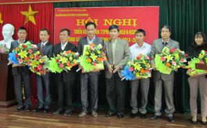 BTC cuộc thi trao giấy chứng nhận và phần thưởng cho các tập thể và cá nhân đoạt giải.