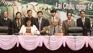 Ký kết biên bản hợp tác giữa Hiệp hội Du lịch Việt Nam và 8 tỉnh TBMR.