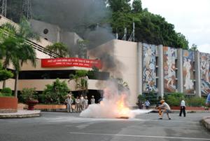 Công ty Thủy điện Hòa Bình tổ chức hội thi an toàn vệ sinh giỏi năm 2012.