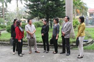 Ban VSTBPN tỉnh trao đổi với Ban VSTBPN huyện Kim Bôi về tình hình thực hiện chiến lược quốc gia về bình đẳng giới trên địa bàn huyện.