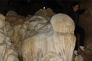 Quần thể hang động tại núi Đầu Rồng.