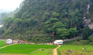 Cụm di tích chùa Tiên đang là điểm đến du lịch hấp dẫn với du khách trong và ngoài tỉnh.