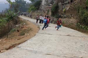 Dự án đã huy động dân đóng góp vốn bê tông hóa đường xóm Chiềng – xã Lũng Vân với tổng trị giá hơn 130 triệu đồng.