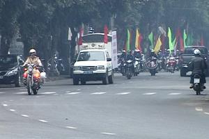 Các lực lượng tham gia diễu hành hưởng ứng tháng hành động quốc gia phòng- chống HIV/AIDS năm 2013. Ảnh: P.V