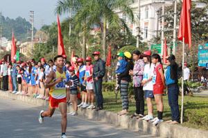 VĐV Đinh Thanh Huệ (Đà Bắc) đã có 5 lần tham dự Giải việt dã truyền thống cúp Báo Hoà Bình và nhiều lần vô địch nam trẻ, nam chính (năm 2014).