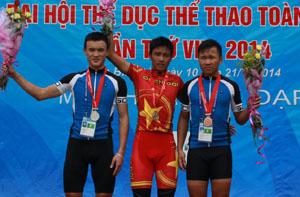 2 VĐV Đinh Văn Linh (trái ảnh) và Nguyễn Văn Quang (phải ảnh) đang là các VĐV trụ cột của đội tuyển xe đạp địa hình Hoà Bình, góp phần vào các thứ hạng toàn đoàn của tỉnh ta.