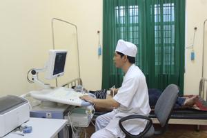 Bệnh viện Đa khoa huyện Yên Thủy mới được trang bị máy siêu âm 4D góp phần quan trọng nâng cao chất lượng khám - chữa, chẩn đoán bệnh.