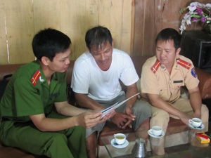 Đà Bắc: Tăng cường tuyên truyền, phổ biến pháp luật về ATGT
