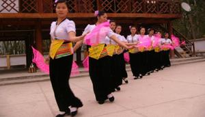 Biểu diễn văn nghệ tại một điểm du lịch thuộc huyện Phong Thổ - Lai Châu