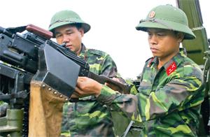 Tiếp bước truyền thống cha anh CB, CS LLVT tỉnh luôn làm chủ, khai thác hiệu quả vũ khí thiết bị kỹ thuật, lập nhiều thành tích trong nhiệm vụ huấn luyện SSCĐ.