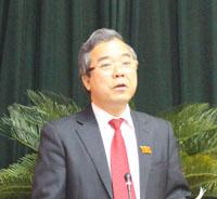 Đồng chí Trần Văn Tiệp, Giám đốc Sở NN &PTNT trả lời chất vấn.