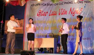 Hội LHPN tỉnh phối hợp với Chi cục phòng, chống TNXH,  huyện Kim Bôi tổ chức giao lưu văn nghệ truyền thông phòng, chống  TNXH tại xã Cuối Hạ (Kim Bôi).