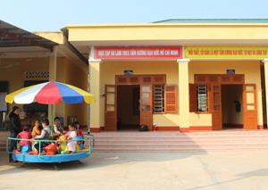 Chi xóm Dối, trường mầm non Họa Mi, xã Dân Hạ (Kỳ Sơn) được đầu tư cơ sở vật chất khang trang, tạo điều kiện thực hiện tốt chăm sóc, nuôi dạy trẻ.