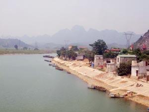 Tỉnh Hòa Bình nỗ lực thực hiện các giải pháp để cải thiện và bảo vệ môi trường nước lưu vực sông. Ảnh: Sông Bôi, Lạc Thủy nằm trong lưu vực sông Nhuệ - Đáy luôn được kiểm soát chất lượng nước không bị ô nhiễm.