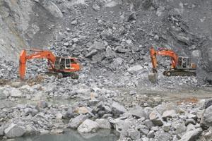Công ty Xi măng Vĩnh Sơn - Lương Sơn đầu tư máy móc thiết bị hiện đại trong khai thác đá vôi xi măng thực hiện nghiêm túc Luật Khoáng sản.