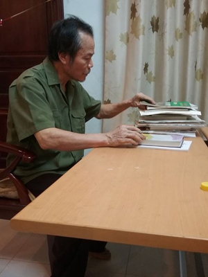 Ở quê nhà, sách, thơ ca, văn chương vẫn luôn là mối quan tâm của nhà thơ Nguyễn Tấn Việt mỗi ngày dù tuổi tác khiến ông không còn nhanh nhẹn như xưa.