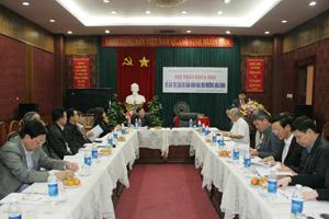 Đồng chí Nguyễn Văn Chương, Phó Chủ tịch UBND tỉnh phát biểu tại hội thảo.