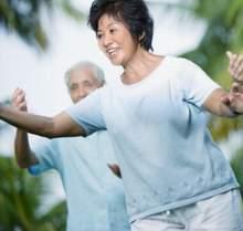 Tăng cường tập thể dục đều đặn hoặc chơi các môn thể thao nhẹ nhàng.