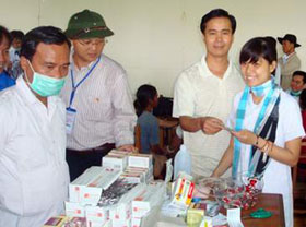 Phát và tư vấn dùng thuốc miễn phí cho vùng cao Thừa Thiên.
