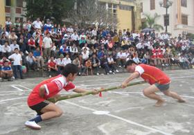 Các trận thi đấu trong đại hội thu hút đông đảo nhân dân  đến xem và cổ vũ.