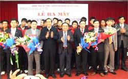Lãnh đạo tỉnh Hà Tĩnh tặng hoa chúc mừng lãnh đạo Học viện và CLB bóng đá xia măng Xuân Thành Hà Tĩnh
