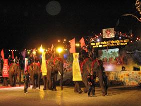 Ngày hội voi trong Tuần lễ văn hóa du lịch Đác Lắc.