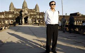 Ông Thaksin Shinawatra khi tới thăm đền Angkor Wat của Campuchia.