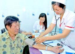 Bệnh nhân khám bệnh theo BHYT ở Bệnh viện Nguyễn Tri Phương