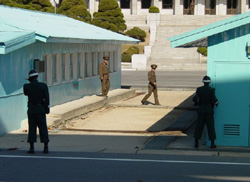 Bàn Môn Điếm - giới tuyến phân cách CHDCND Triều Tiên và Hàn Quốc