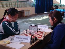 Trận đấu giữa Ngô Khánh Ngân và Nguyễn Thị Hồng Phương diễn ra gay cấn.