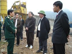Lãnh đạo UBND tỉnh thăm và kiểm tra tiến độ thi công xây dựng Nhà máy xi măng X18
