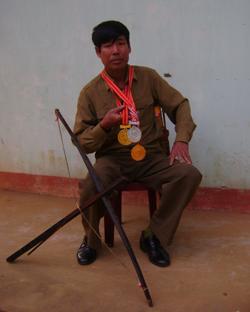Không chỉ là VĐV giỏi, ông Đinh Duy Tiên còn là huấn luyện viên xuất sắc của huyện, tỉnh