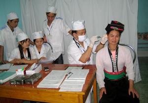 Nhân dân các dân tộc huyện Đà Bắc được chăm sóc, nâng cao sức khoẻ