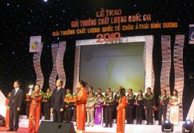 Các doanh nghiệp tỉnh ta nhận giải thưởng chất lượng quốc gia năm 2010.