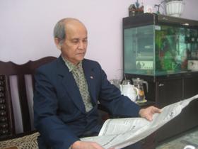 Giữ thói quen của người đại biểu Quốc hội, hàng ngày, ông Khanh vẫn thường xuyên đọc báo để kịp thời cập nhật tin túc trong nước và quốc tế.