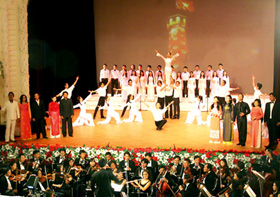 """Nhà hát Giao hưởng - Nhạc - Vũ kịch TPHCM với chương trình """"Giai điệu mùa thu"""" được nhiều người yêu thích"""