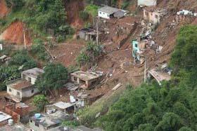 Cảnh lở đất ở thị trấn Teresopolis nhìn từ trên cao hôm 12-1.