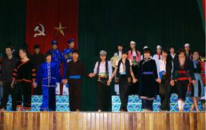 36 thí sinh nam, nữ tham gia trình diễn trang phục dân tộc